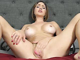 Woman in 30 years masturbates
