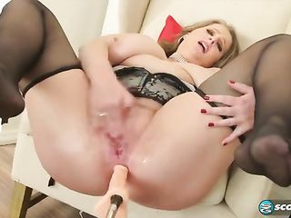 Sex machine hollows a woman in the ass
