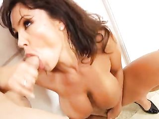 Wet pussy gets an orgasm