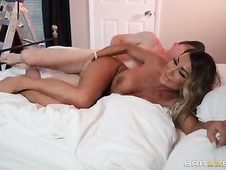 Tanned milf do massage of dick
