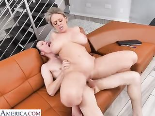 MILF with a luxurious ass sits on a young penis