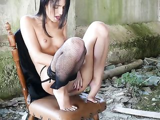 The girl masturbates among the ruins and ends with a squirt