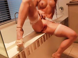 The girl in stockings cums in the bathroom