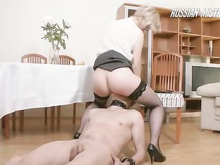 Madam Dayana pisses on the head of her slave