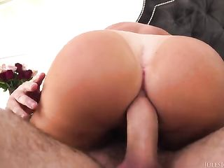 Silicone brunette shows huge tanned ass during sex