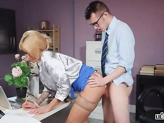 Young subordinate fucks his insatiable boss