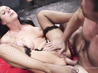 Brunette with tattoo on her shoulder spreads her buttocks and gives in the ass