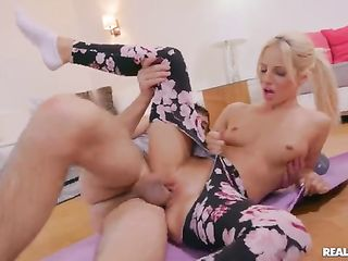 Bella Elise Rose rides the dick in ripped pants