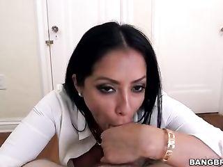 Stepmom teaches Ariana Marie to do blowjob