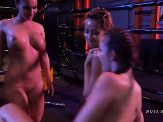 Four lesbians have an orgy in the ring