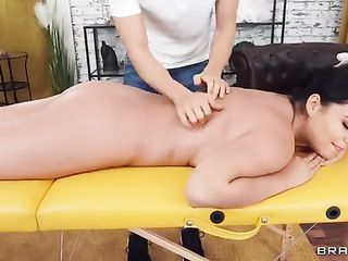 Massage therapist gives intimate massage to Sofia Lee