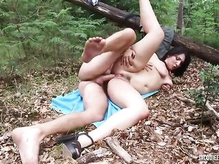 Fucking a brunette with a big ass in the woods