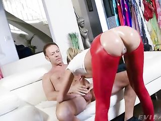 Emma Hix with oiled ass expertly sucks dick