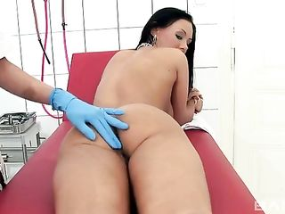 Lesbian fondling in a gynaecologist's office