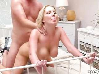 During morning sex with her husband, the blonde gets a violent orgasm