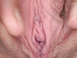 Julia Red shows her vagina close-up