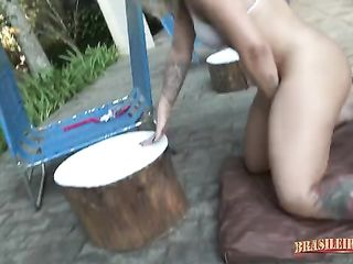 Licking a blonde's pussy on the edge of the pool