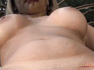 Short skirt Vanessa Boyer spins huge ass