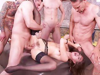 Riley Reid fucks eight guys